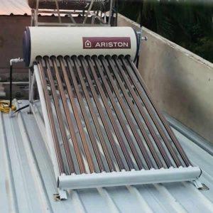 giá máy nước nóng năng lượng mặt trời Ariston 174l